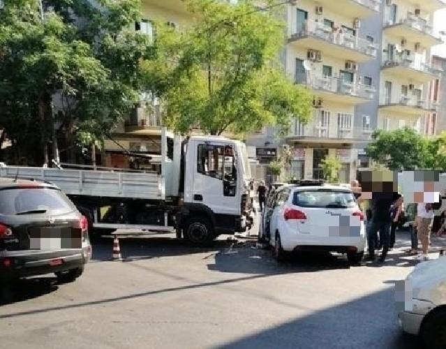 https://www.ragusanews.com//immagini_articoli/25-06-2020/catania-incidente-in-centro-muore-una-donna-500.jpg