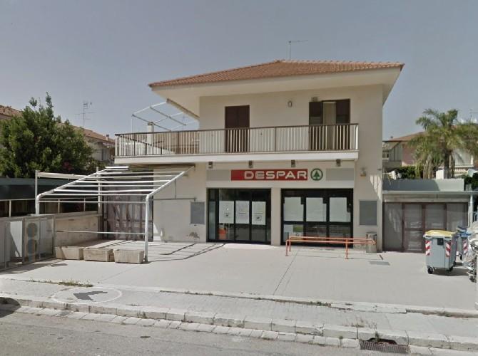 https://www.ragusanews.com//immagini_articoli/25-06-2020/rapina-al-despar-del-villaggio-santa-barbara-a-marina-di-ragusa-500.jpg