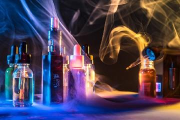 https://www.ragusanews.com//immagini_articoli/25-06-2020/scegliere-liquido-sigaretta-elettronica-glicerina-vegetale-e-glicole-propi-240.jpg