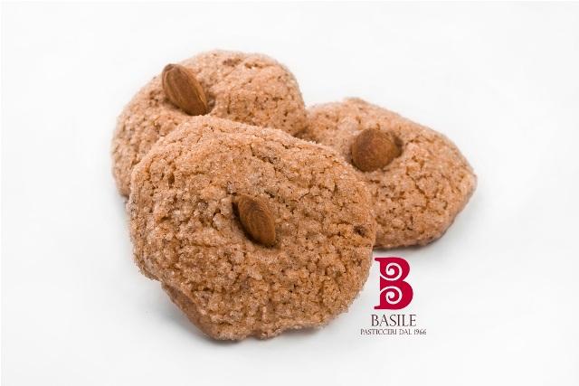 https://www.ragusanews.com//immagini_articoli/25-07-2014/1406241905-1-il-matrimonio-siciliano-nella-tradizione-i-biscotti-di-mandorla.jpg