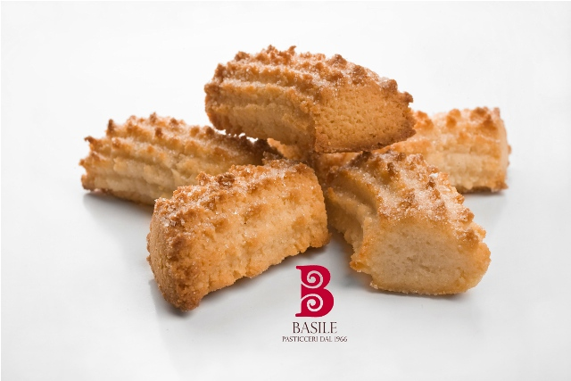 https://www.ragusanews.com//immagini_articoli/25-07-2014/1406241905-2-il-matrimonio-siciliano-nella-tradizione-i-biscotti-di-mandorla.jpg