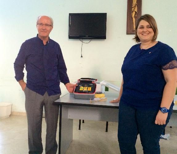 http://www.ragusanews.com//immagini_articoli/25-07-2014/consegnato-il-defibrillatore-alla-fondazione-del-buon-samaritano-500.jpg