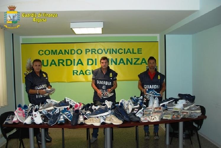 http://www.ragusanews.com//immagini_articoli/25-07-2014/contraffazione-a-comiso-500.jpg