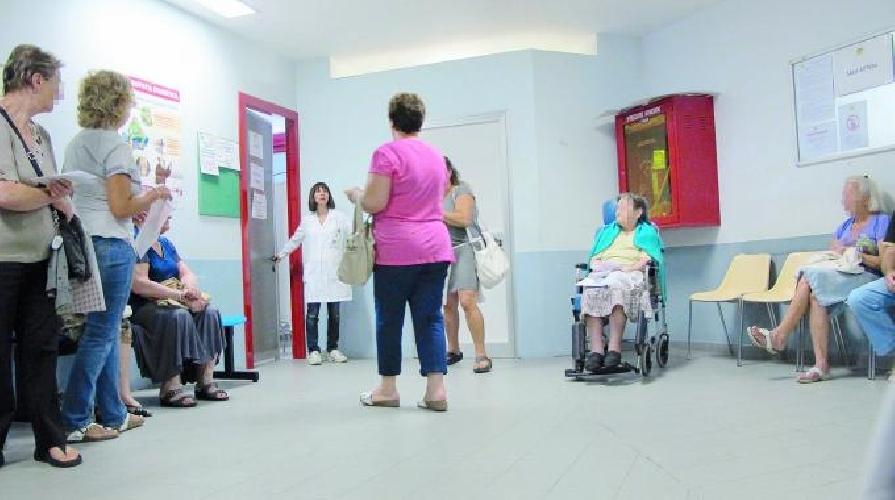 https://www.ragusanews.com//immagini_articoli/25-07-2015/troppo-caldo-in-ospedale-aggredito-un-infermiere-500.jpg