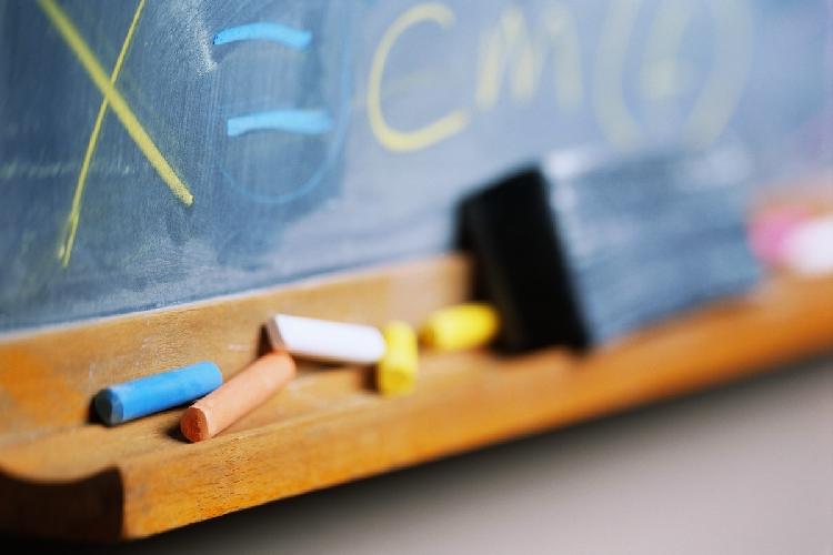 http://www.ragusanews.com//immagini_articoli/25-07-2016/modica-denunciato-assistente-scolastico-amministrativo-500.jpg