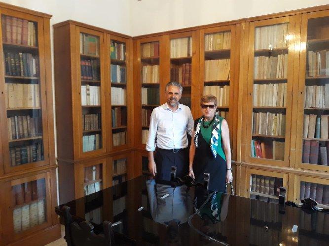 https://www.ragusanews.com//immagini_articoli/25-07-2018/modica-apre-pubblico-libreria-ammatuna-500.jpg