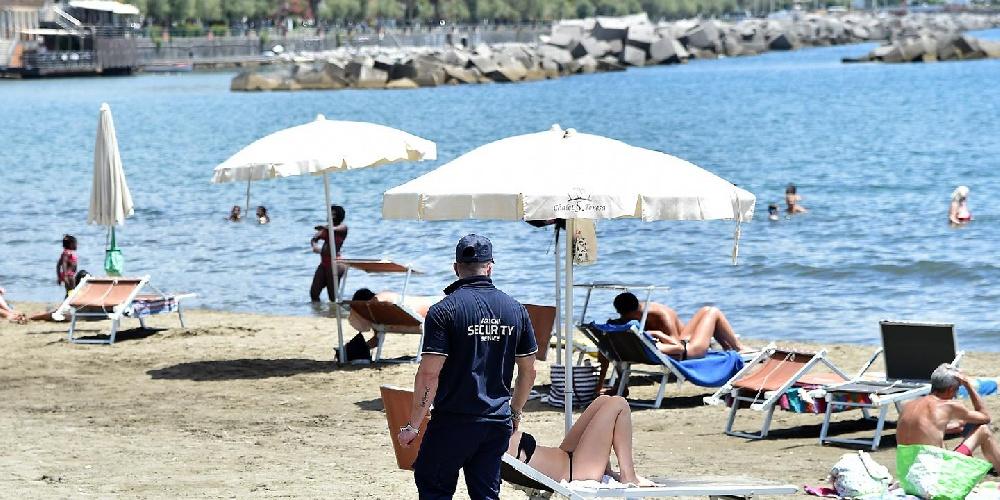 https://www.ragusanews.com//immagini_articoli/25-07-2021/assembramento-allo-chalet-chiuso-un-lido-in-sicilia-500.jpg