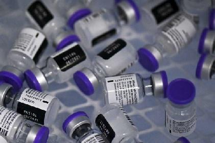 https://www.ragusanews.com//immagini_articoli/25-07-2021/le-iniettarono-6-dosi-di-vaccino-io-pro-vax-non-mi-danno-il-green-pass-280.jpg