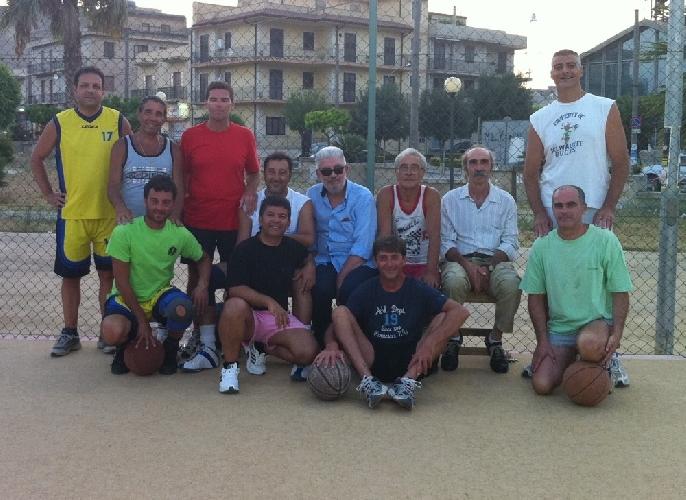 https://www.ragusanews.com//immagini_articoli/25-08-2011/gli-irriducibili-del-basket-sciclitano-500.jpg
