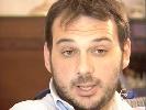 http://www.ragusanews.com//immagini_articoli/25-08-2014/bruciato-il-portone-di-casa-del-giornalista-paolo-borrometi-100.jpg