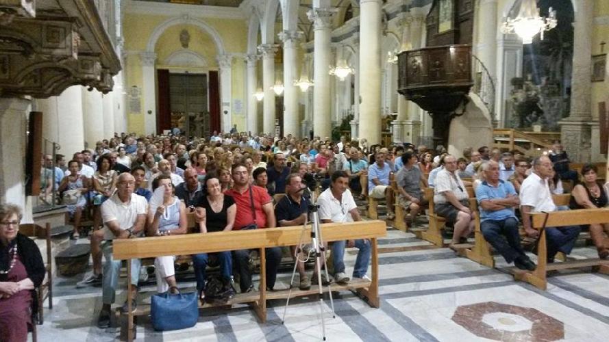 http://www.ragusanews.com//immagini_articoli/25-08-2014/duemila-persone-alle-passeggiate-di-barone-e-nifosi-500.jpg