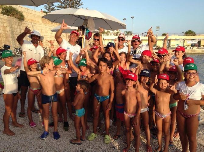 http://www.ragusanews.com//immagini_articoli/25-08-2014/piacciono-gli-sport-acquatici-al-porto-500.jpg