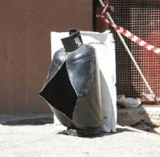 http://www.ragusanews.com//immagini_articoli/25-08-2015/esplode-bombola-gpl-al-focallo-marito-e-moglie-feriti-500.jpg