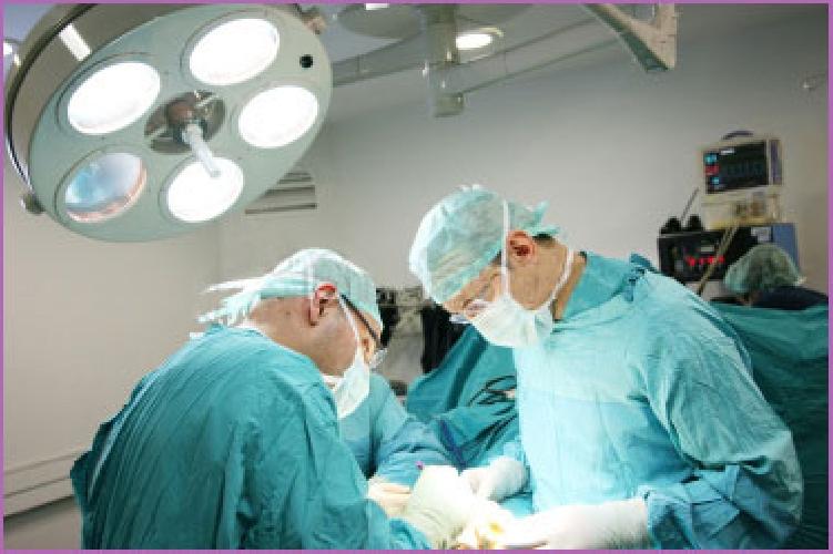 http://www.ragusanews.com//immagini_articoli/25-08-2015/operata-al-colon-muore-indagine-dell-asp-500.jpg