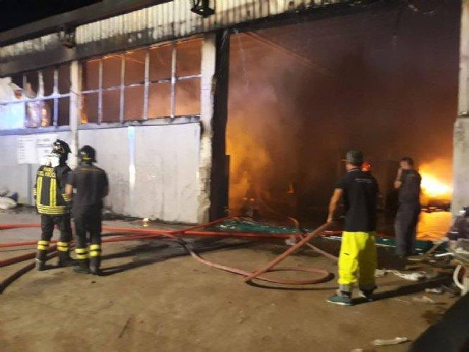 https://www.ragusanews.com//immagini_articoli/25-08-2019/ispica-incendio-in-un-azienda-di-conserve-ustionato-il-proprietario-500.jpg