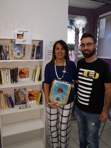 https://www.ragusanews.com//immagini_articoli/25-09-2018/lions-inaugurano-scicli-postazioni-book-sharing-500.jpg