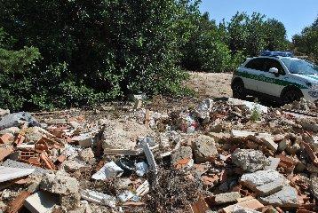 https://www.ragusanews.com//immagini_articoli/25-09-2018/riserva-pino-aleppo-denunciato-imprenditore-danno-ambientale-240.jpg