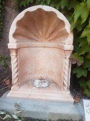 https://www.ragusanews.com//immagini_articoli/25-09-2018/rubano-statua-madonna-prete-spero-vendano-mangiare-240.jpg