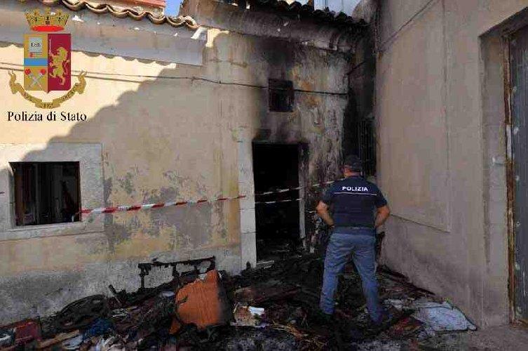 https://www.ragusanews.com//immagini_articoli/25-09-2019/preso-l-incendiario-sacrestia-madonna-catena-500.jpg