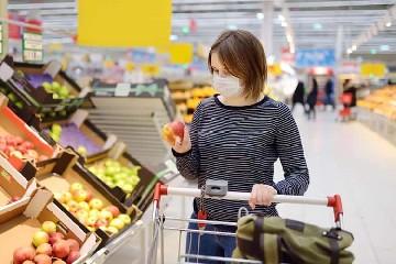 https://www.ragusanews.com//immagini_articoli/25-09-2020/iinfermiera-positiva-al-covid-esce-di-casa-per-andare-al-supermercato-240.jpg