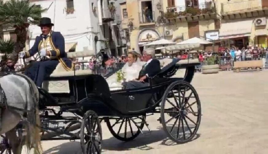 https://www.ragusanews.com//immagini_articoli/25-09-2021/1632574293-le-nozze-reali-a-monreale-fra-il-principe-di-borbone-e-lady-charlotte-2-500.jpg