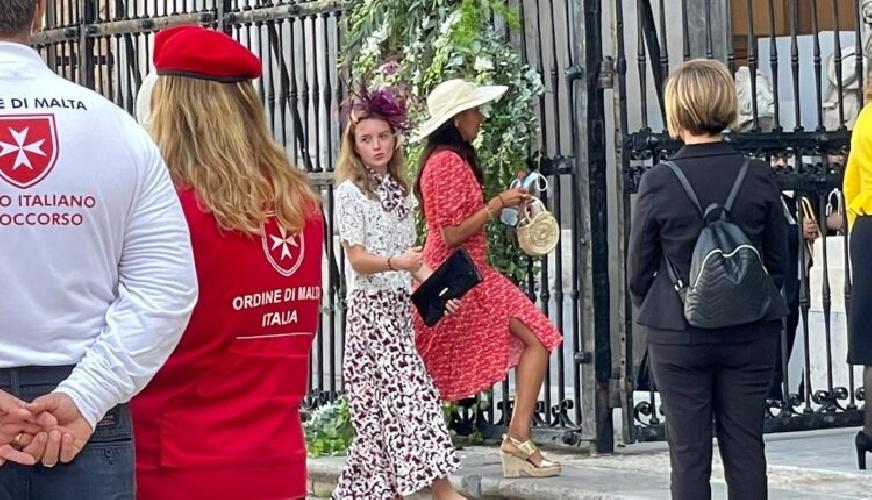https://www.ragusanews.com//immagini_articoli/25-09-2021/1632574295-le-nozze-reali-a-monreale-fra-il-principe-di-borbone-e-lady-charlotte-3-500.jpg