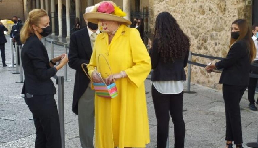 https://www.ragusanews.com//immagini_articoli/25-09-2021/1632574298-le-nozze-reali-a-monreale-fra-il-principe-di-borbone-e-lady-charlotte-4-500.jpg