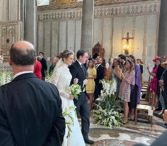 https://www.ragusanews.com//immagini_articoli/25-09-2021/le-nozze-reali-a-monreale-fra-il-principe-di-borbone-e-lady-charlotte-500.jpg