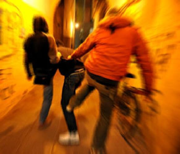 http://www.ragusanews.com//immagini_articoli/25-10-2014/comiso-pestato-senza-un-perche-500.jpg