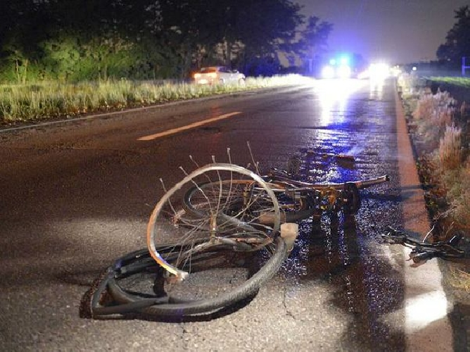 http://www.ragusanews.com//immagini_articoli/25-10-2015/investito-da-un-auto-muore-uomo-in-bicicletta-500.jpg