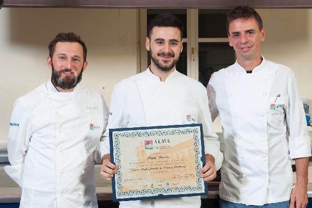 http://www.ragusanews.com//immagini_articoli/25-10-2016/mario-sciacco-cuoco-professionista-col-timbro-di-gualtiero-marchesi-420.jpg