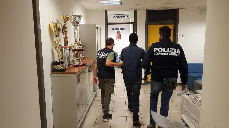 https://www.ragusanews.com//immagini_articoli/25-10-2016/ragusa-arrestato-spacciatore-gambiano-richiedente-asilo-420.jpg