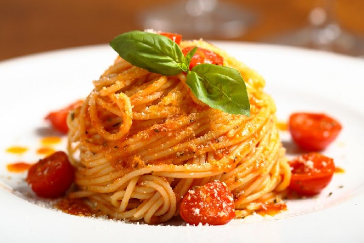https://www.ragusanews.com//immagini_articoli/25-10-2017/dieta-carboidrati-perche-pasta-ingrassare-500.jpg