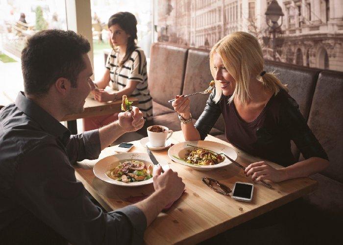 https://www.ragusanews.com//immagini_articoli/25-10-2017/dieta-mangia-spesso-ristorante-pizzeria-500.jpg