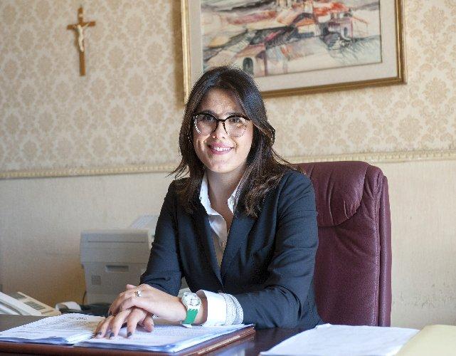 https://www.ragusanews.com//immagini_articoli/25-10-2018/dottoressa-chiara-stella-segretario-comunale-scicli-500.jpg