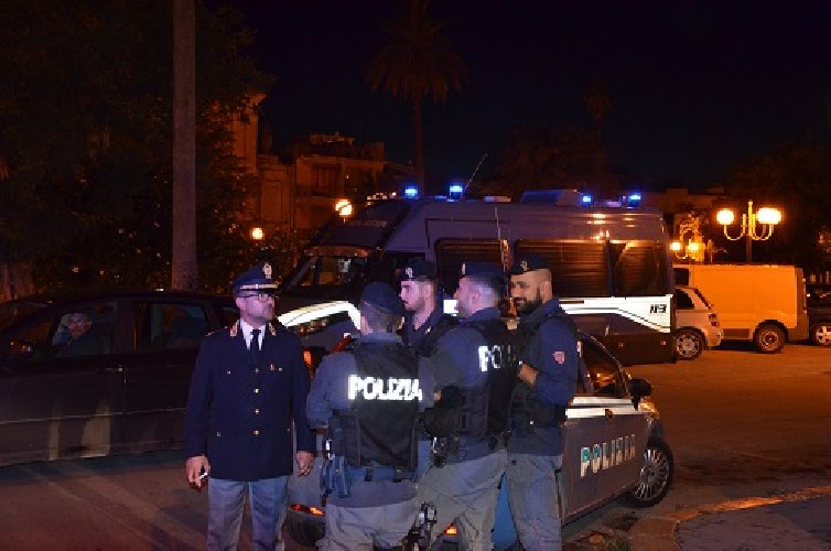 https://www.ragusanews.com//immagini_articoli/25-10-2018/preso-spacciatore-piazza-manin-500.jpg