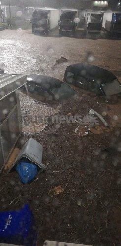 https://www.ragusanews.com//immagini_articoli/25-10-2019/alluvione-a-pozzallo-auto-sepolte-fango-video-500.jpg