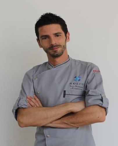 https://www.ragusanews.com//immagini_articoli/25-11-2014/lo-chef-giovanni-galesi-in-cina-500.jpg