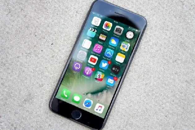 https://www.ragusanews.com//immagini_articoli/25-11-2016/ebay-mette-in-vendita-l-iphone-7-con-150-euro-di-sconto-solo-oggi-420.jpg