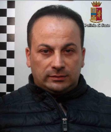 http://www.ragusanews.com//immagini_articoli/25-11-2016/fugge-alla-vista-della-polizia-arrestato-pregiudicato-di-palagonia-420.jpg