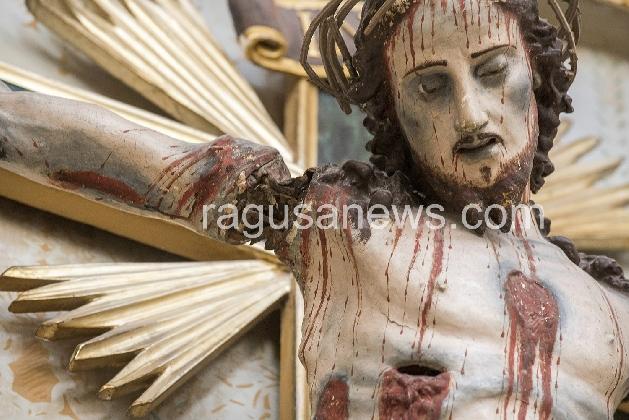 http://www.ragusanews.com//immagini_articoli/25-11-2016/scicli-iniziato-il-restauro-del-crocifisso-di-san-michele-420.jpg
