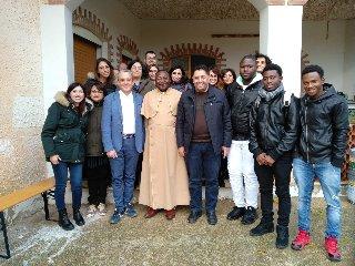 https://www.ragusanews.com//immagini_articoli/25-11-2019/l-imam-di-catania-incontra-i-giovani-migranti-240.jpg