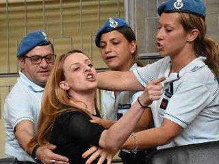 https://www.ragusanews.com//immagini_articoli/25-11-2019/veronica-di-a-processo-calunnio-il-suocero-240.jpg