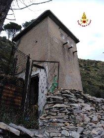 https://www.ragusanews.com//immagini_articoli/25-11-2020/corpo-mummificato-in-cabina-elettrica-non-si-sa-ancora-chi-sia-280.jpg