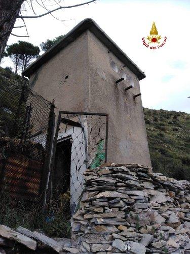 https://www.ragusanews.com//immagini_articoli/25-11-2020/corpo-mummificato-in-cabina-elettrica-non-si-sa-ancora-chi-sia-500.jpg