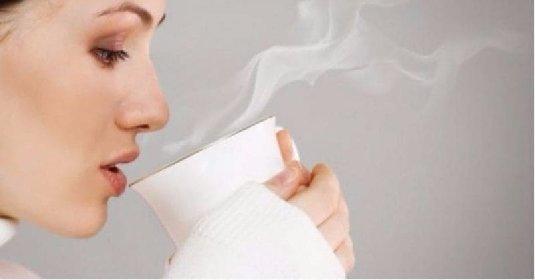 https://www.ragusanews.com//immagini_articoli/25-11-2020/i-molteplici-benefici-del-bere-l-acqua-calda-280.jpg