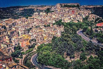 https://www.ragusanews.com//immagini_articoli/25-11-2020/lombardia-e-piemonte-verso-zona-arancione-da-venerdi-e-la-sicilia-280.jpg