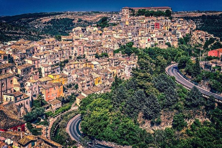 https://www.ragusanews.com//immagini_articoli/25-11-2020/lombardia-e-piemonte-verso-zona-arancione-da-venerdi-e-la-sicilia-500.jpg