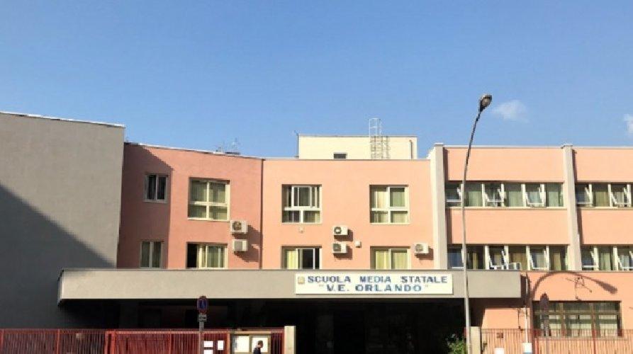 https://www.ragusanews.com//immagini_articoli/25-11-2020/sicilia-bambina-di-10-anni-cade-a-scuola-e-muore-500.jpg