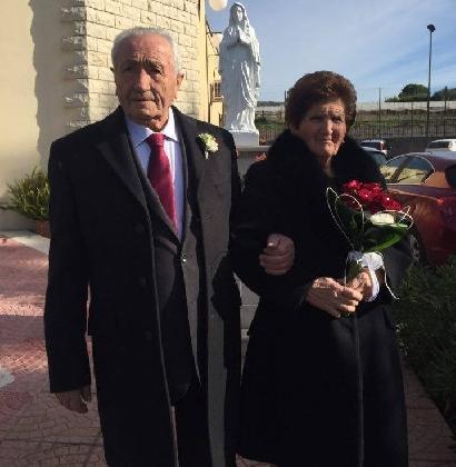 http://www.ragusanews.com//immagini_articoli/25-12-2016/anni-matrimonio-francesca-salvatore-420.jpg